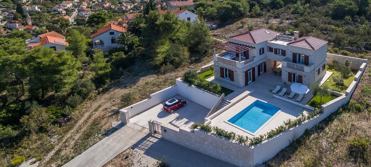 Villa In Splitska 29