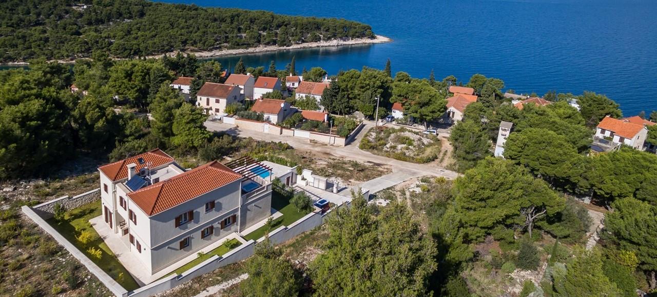 Villa In Splitska 30