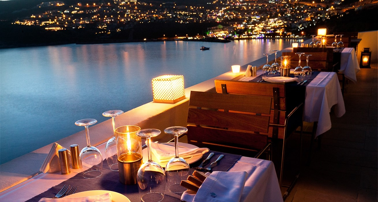 BEAUTIFUL DINING EXPERIENCE 1