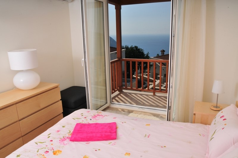 Double bedroom with sea view balcony