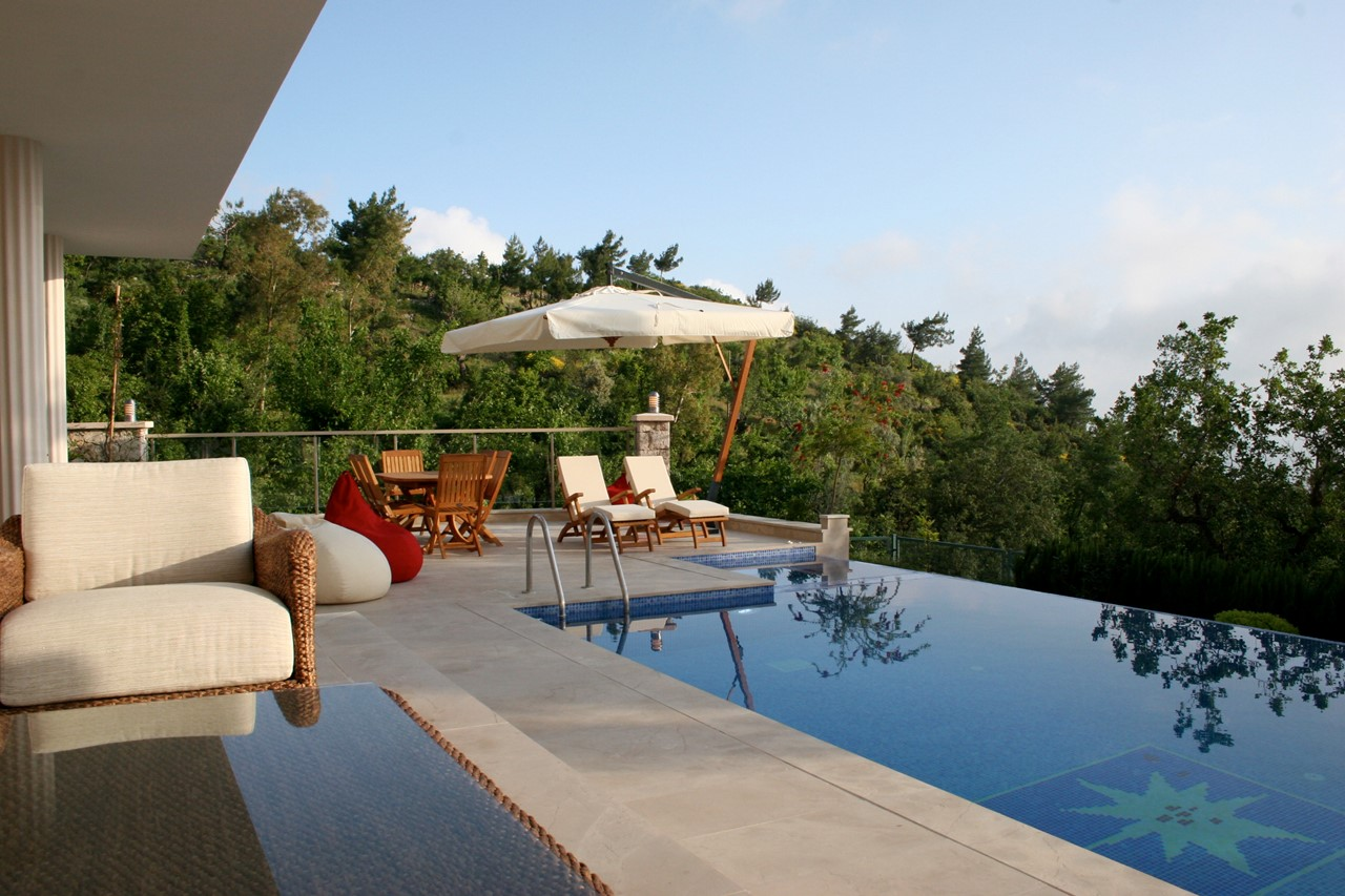 Infinity pool and terrace