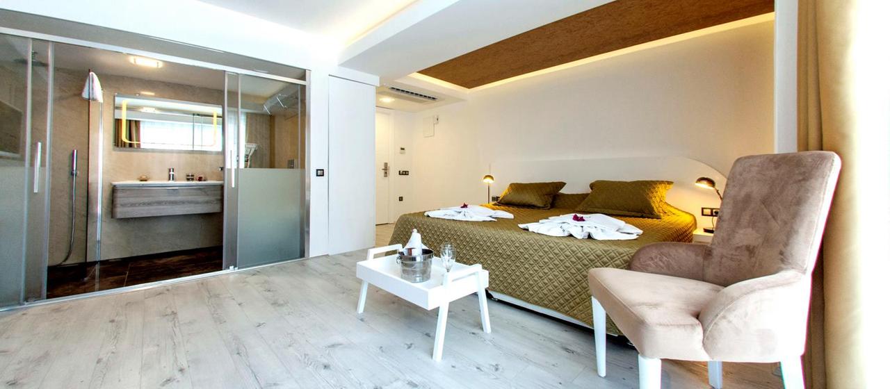 Rhapsody Hotel Premium Room 4