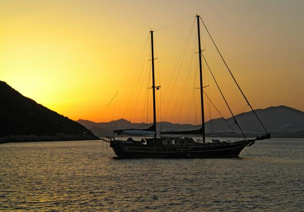 Arrange an evening boat trip and enjoy dinner on board