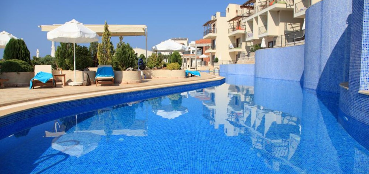 46m main swimming pool at Elvina