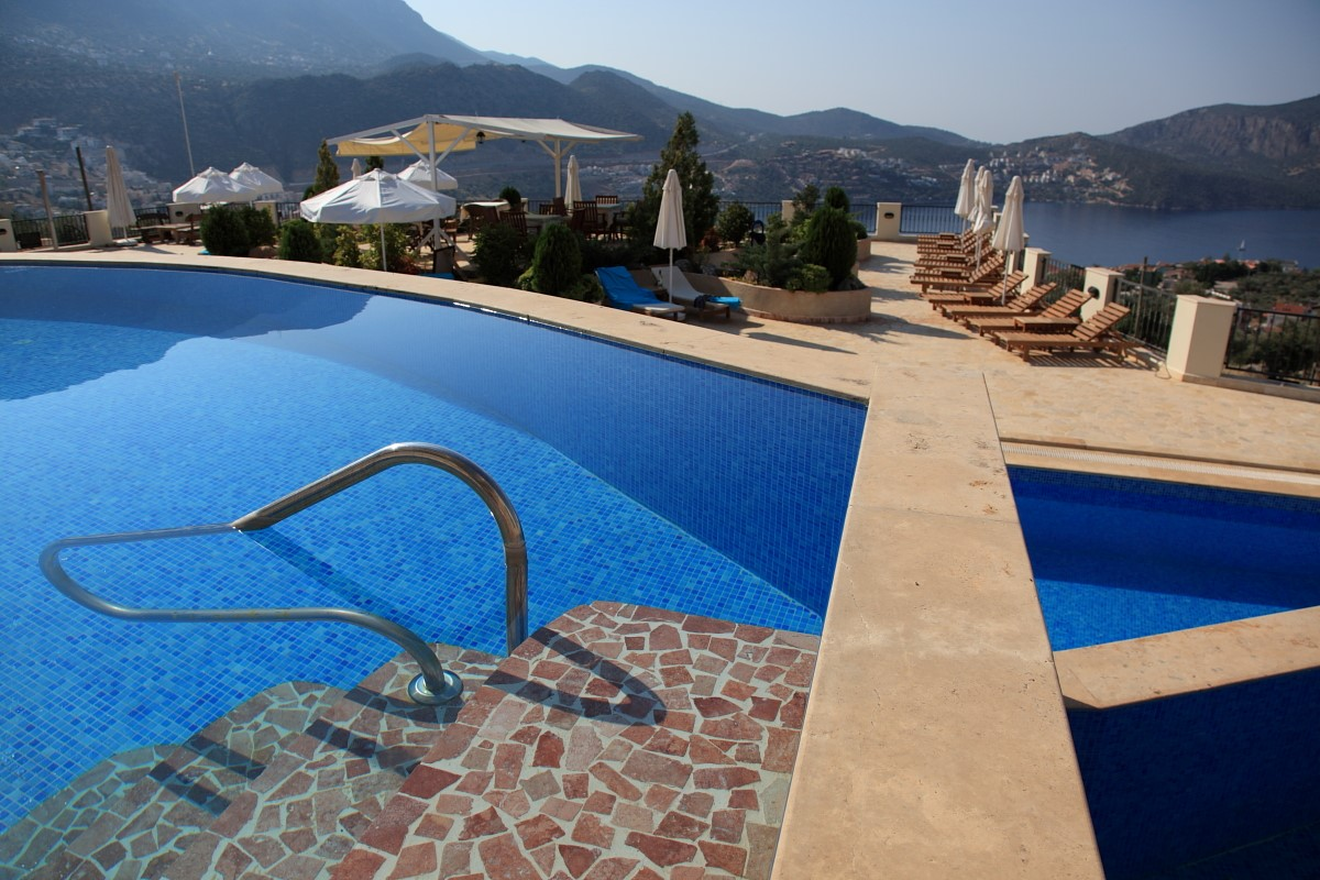 Elvina infinity pools