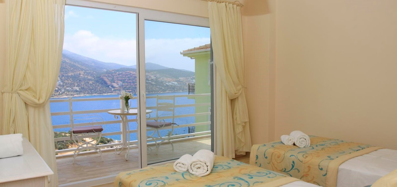 Twin bedroom with sea view balcony