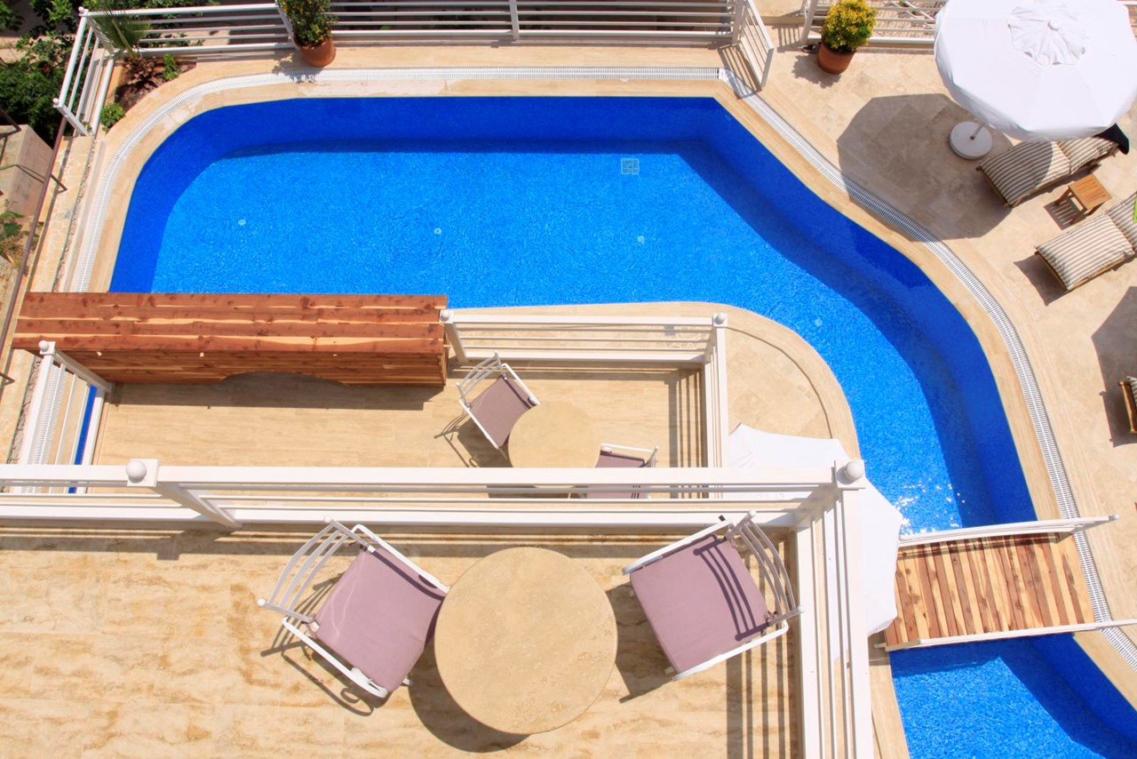 30m private swimming pool and terrace area