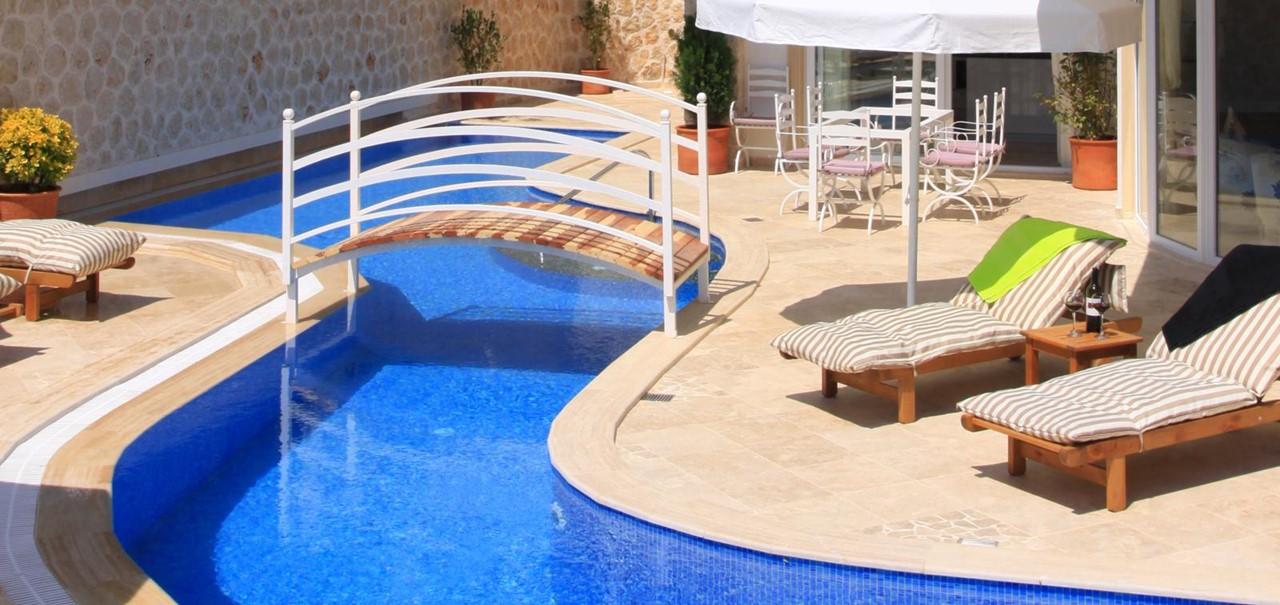 Private 30m swimming pool