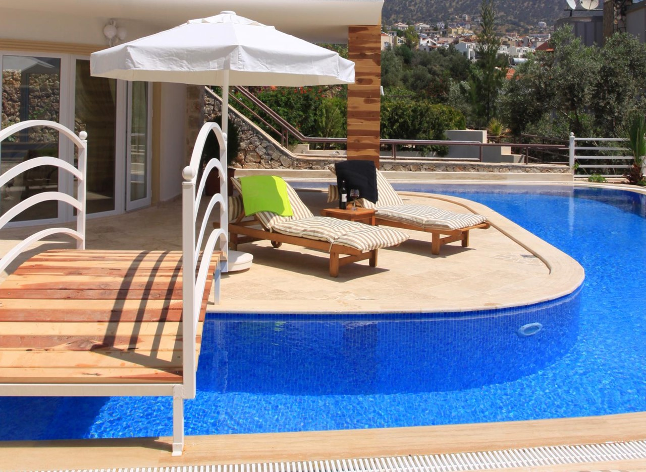 Private swimming pool and sunbeds