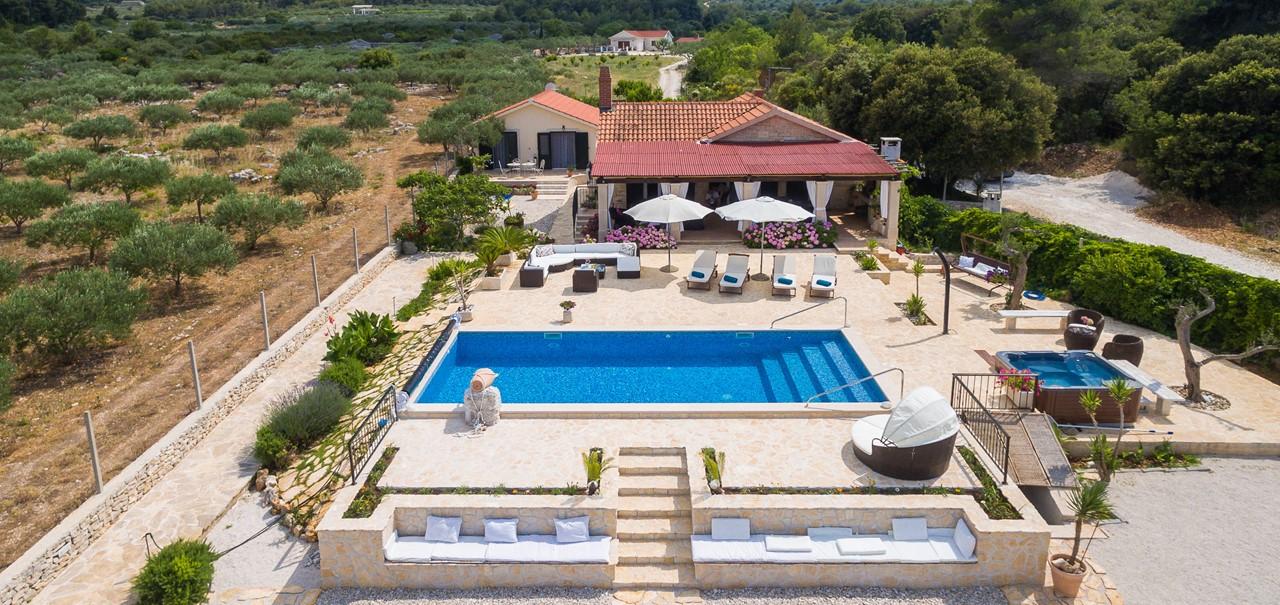 Villa In Mirca 3