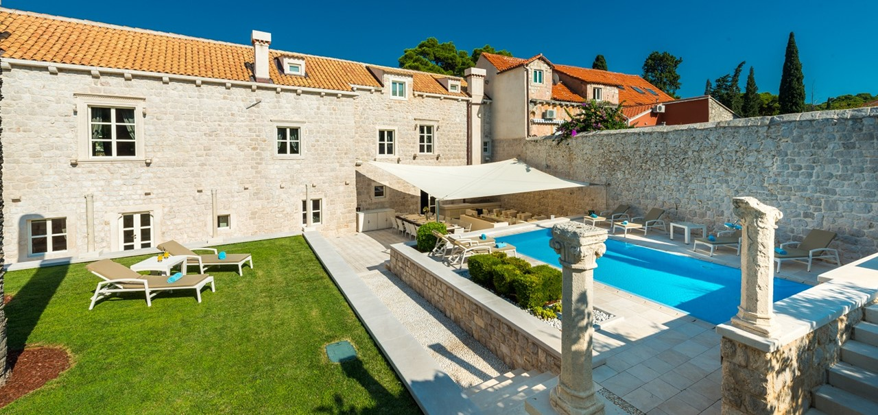Villa Luciana Outside 2