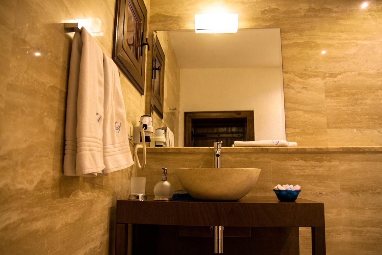 Contemporary en-suite facilities