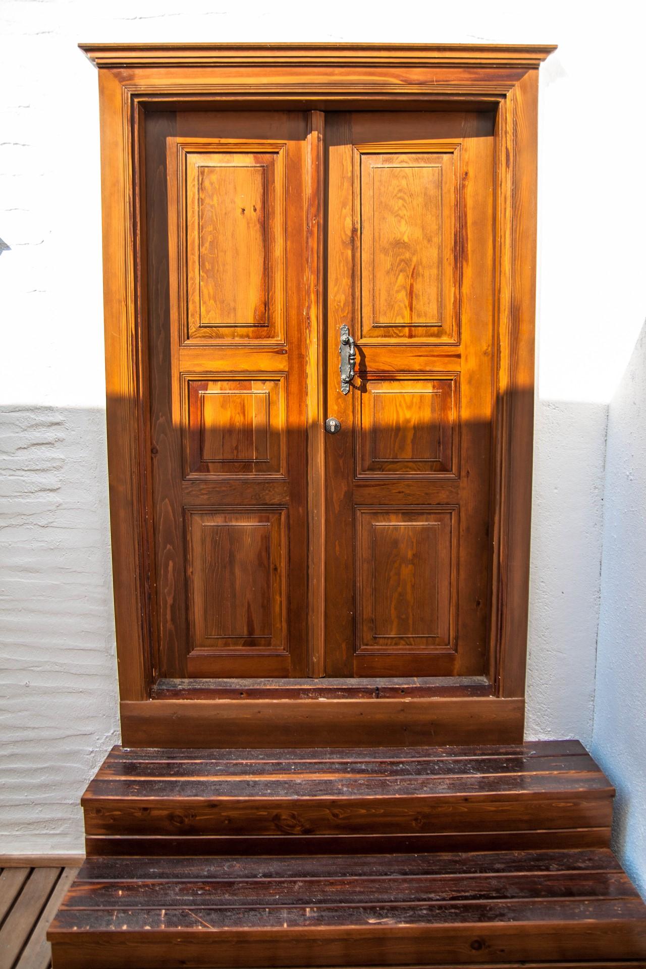 Door to room 2