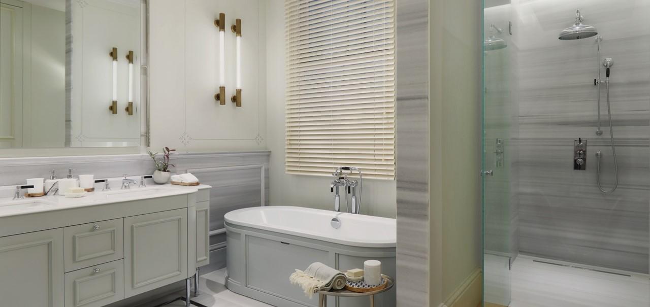 Junior Suite Bathroom 8710 A4