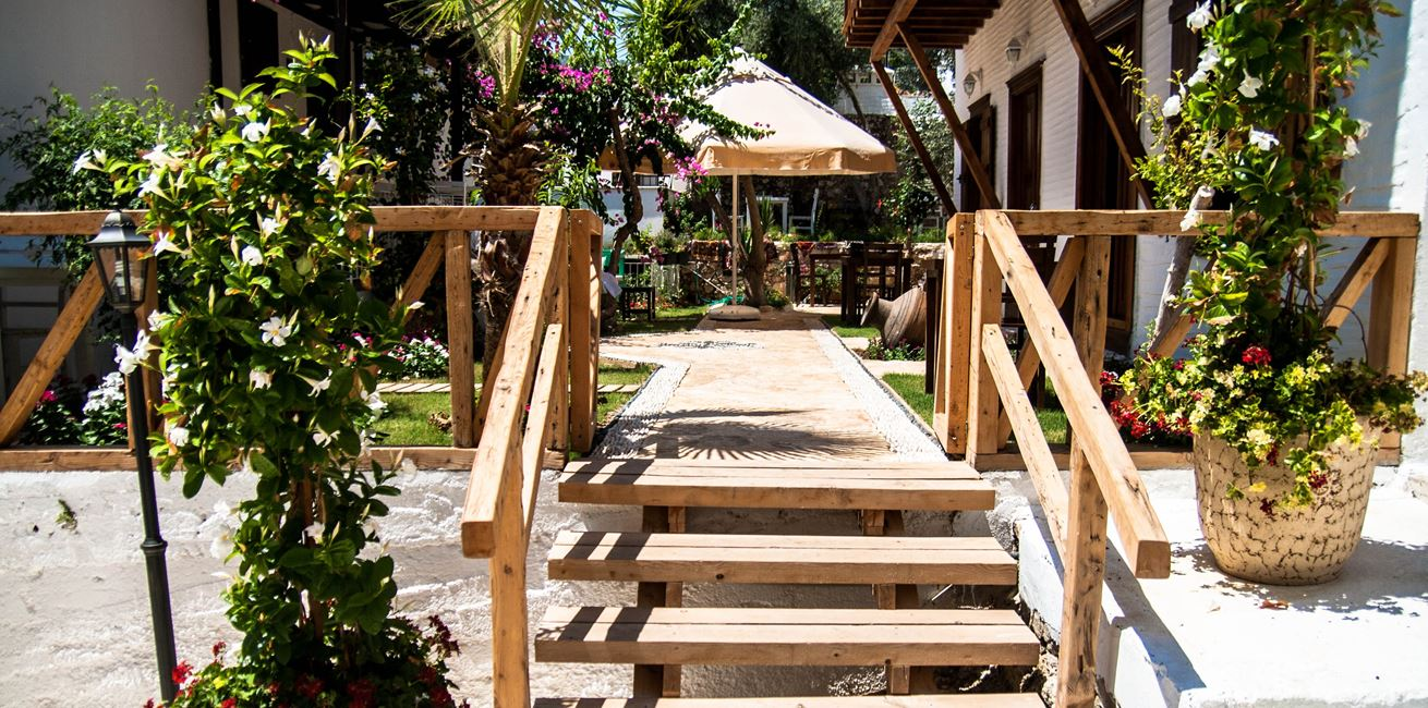 Steps to the Courtyard hotel gardens