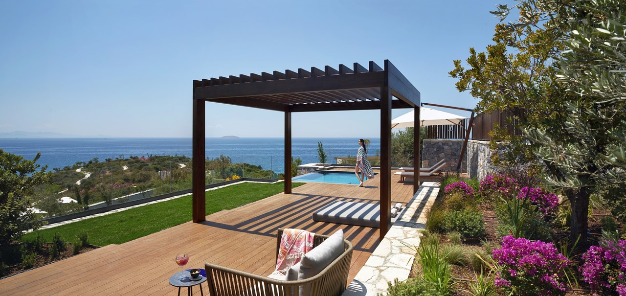 Master Suite With Pool Terrace 7593 A4