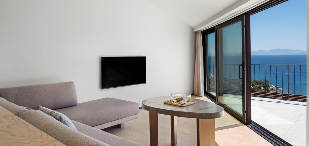 Ridge Terrace Family Room Upper Floor 7804 A4