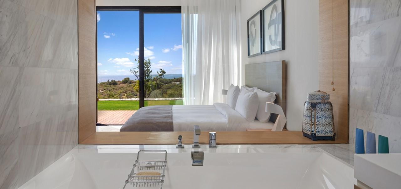 Three Bedroom Residence With Pool Bathtub 7793 A4