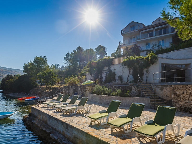 Villa On Island Of Brac 1