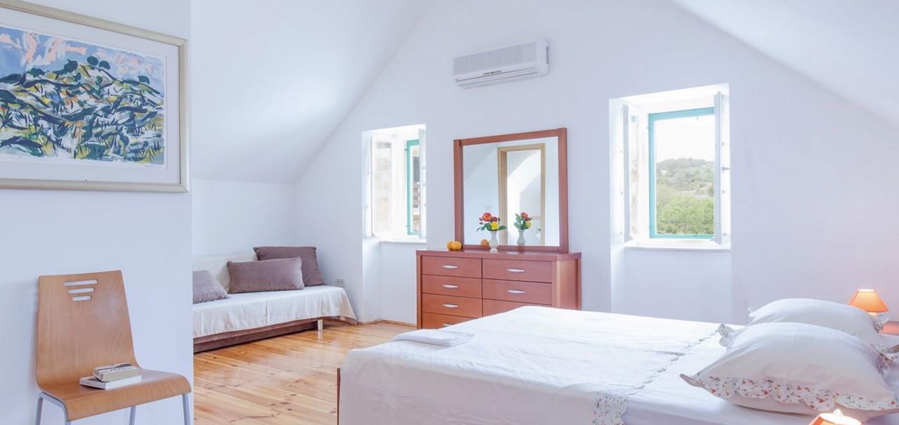 Villa In Sumartin 14