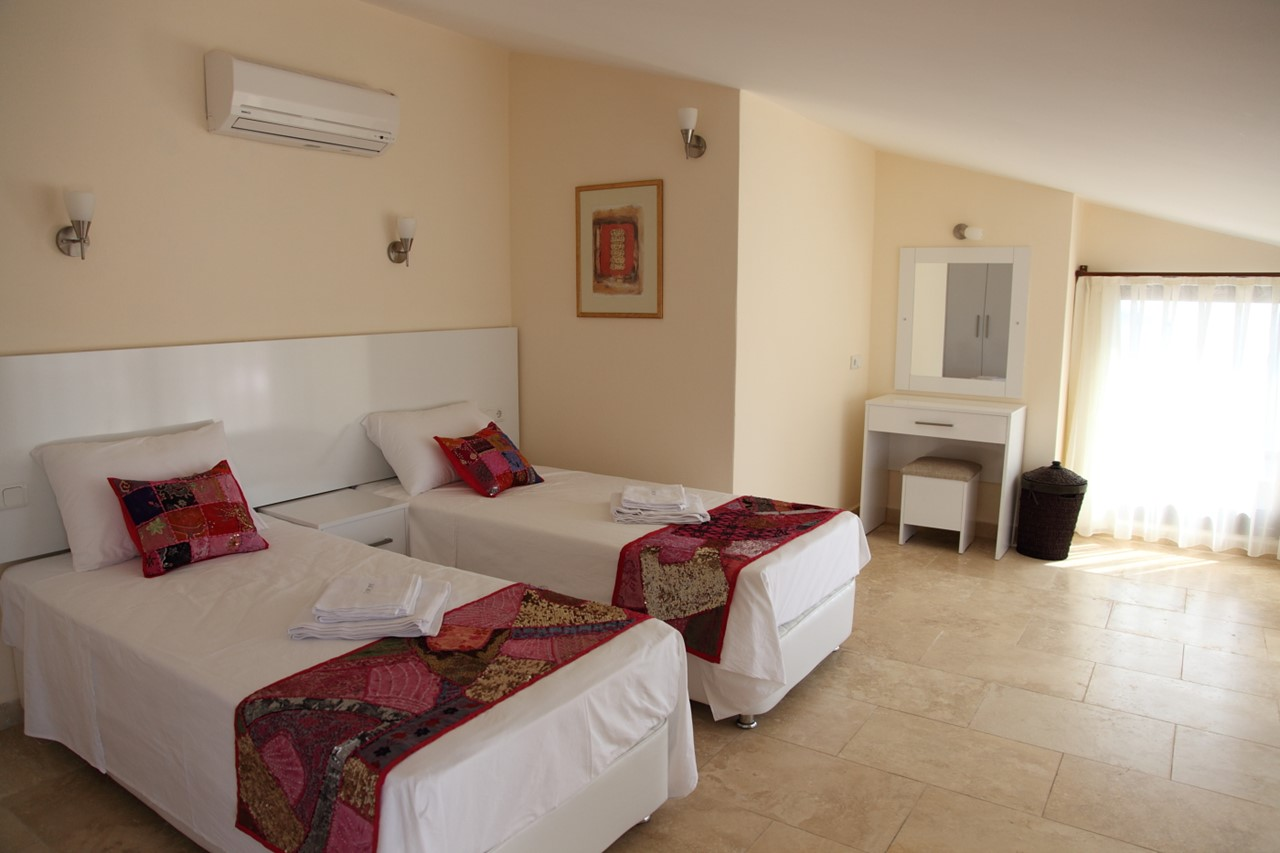 Beautifully furnished twin bedroom on the top floor, can be made up a double