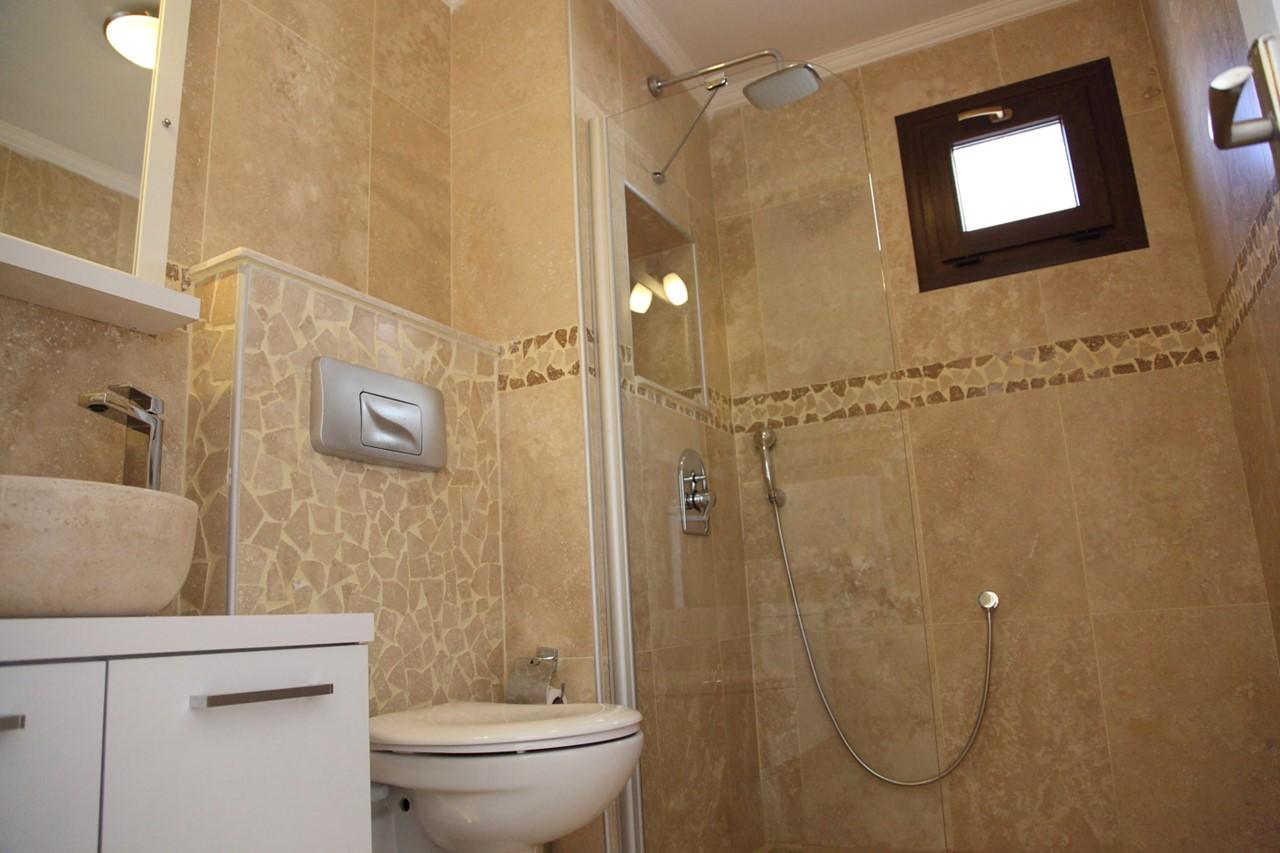 Modern bathrooms at Apartment Saray