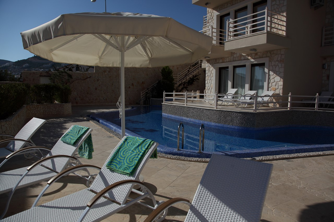 Sunbeds & parasols by the pool