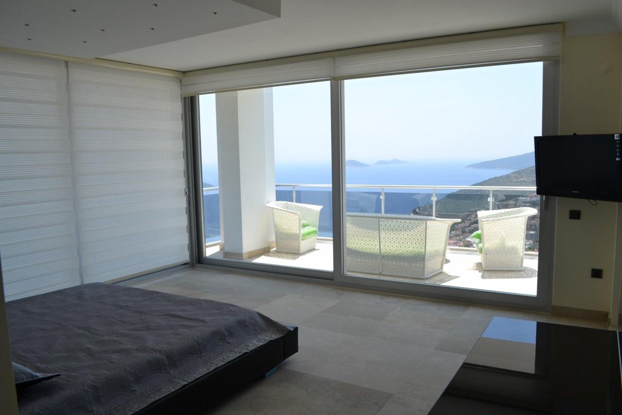 Sea view balcony from master bedroom