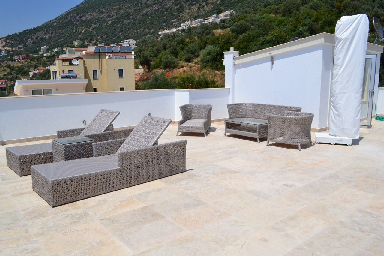 Furnished roof terrace with fantastic sea views