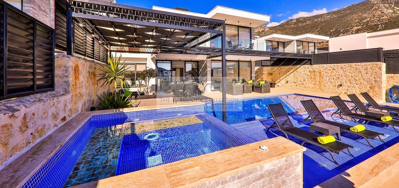 Villa Blush 42