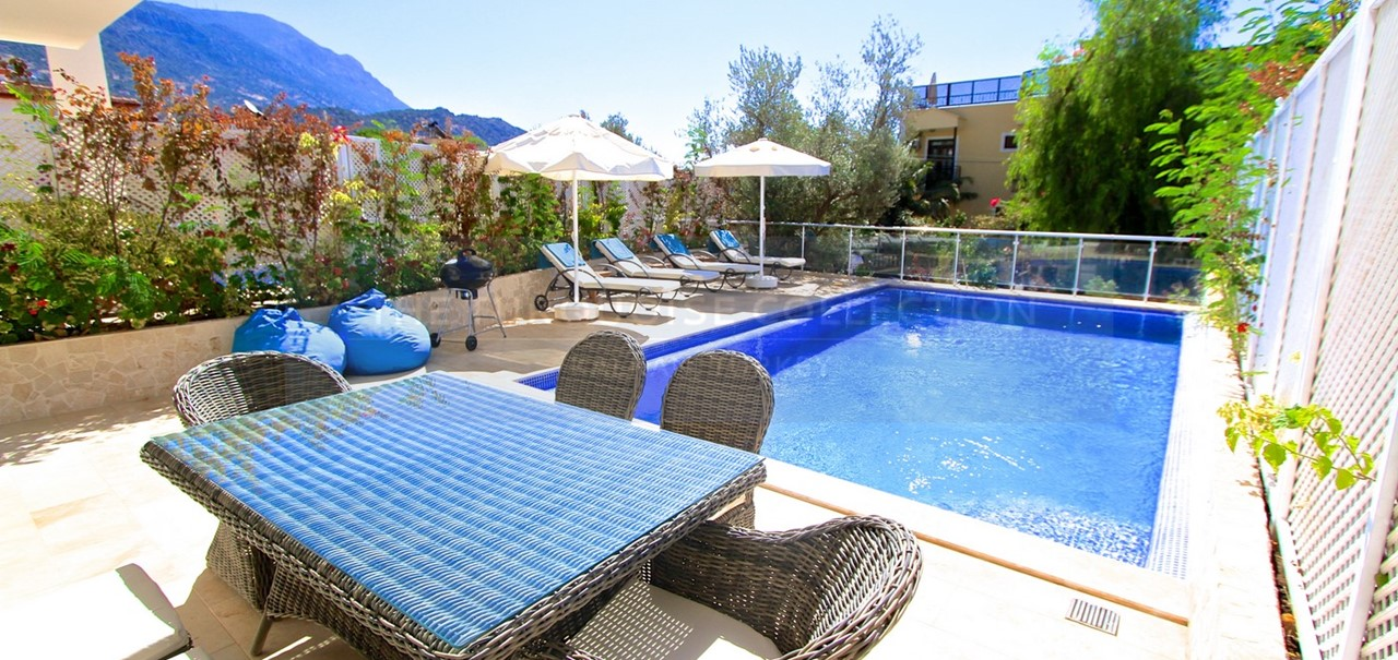 Apartment Sodor, 2 bed apartment with a private swimming pool and terrace