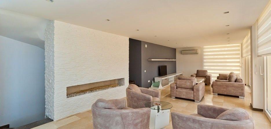 Spacious lounge with quality furnishings