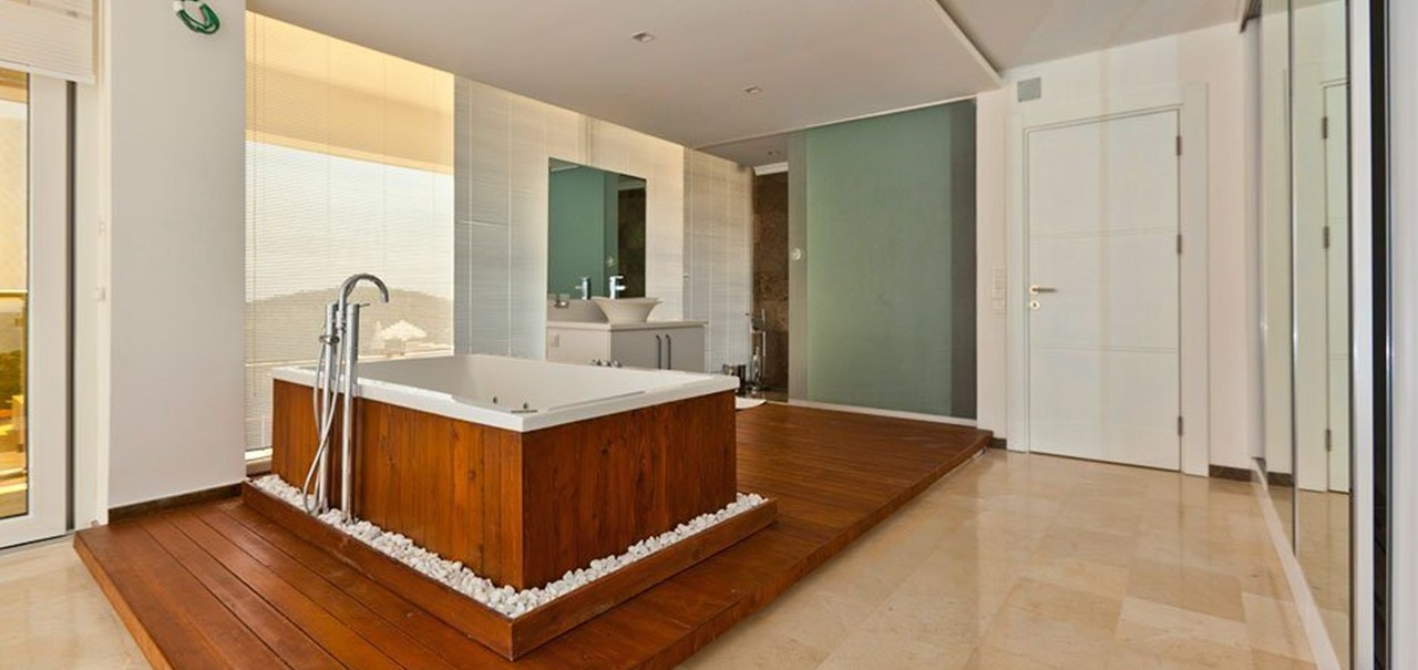 Master bedroom with free standing jacuzzi bathtub