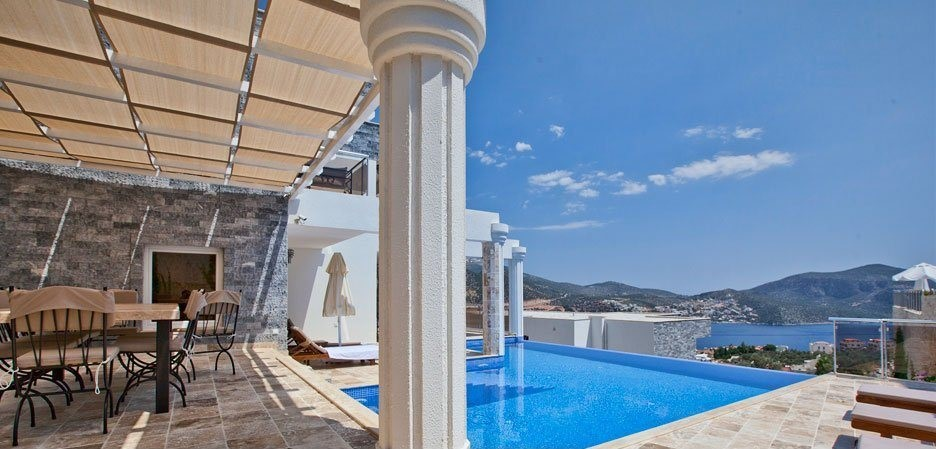Large terrace with infinity pool