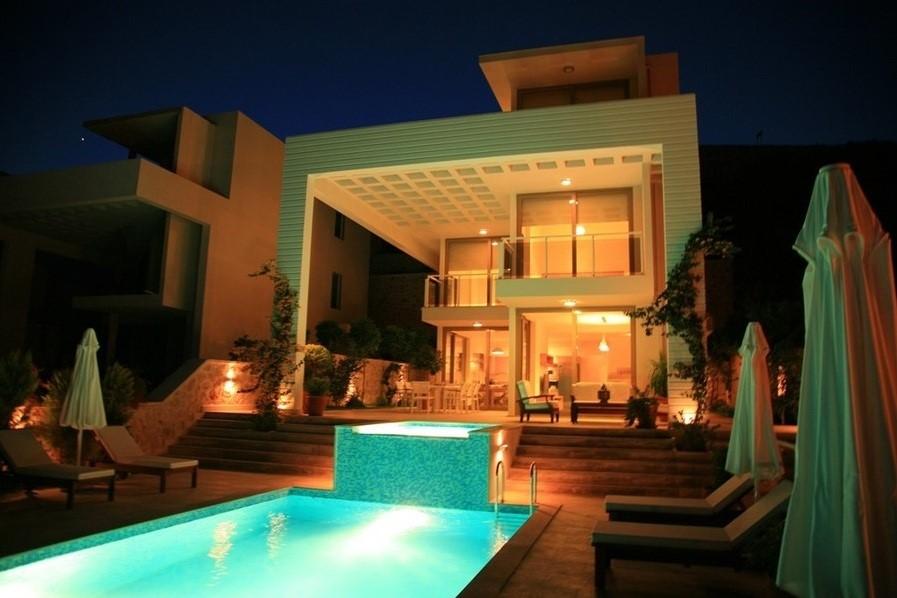 Villa Mirage At Night