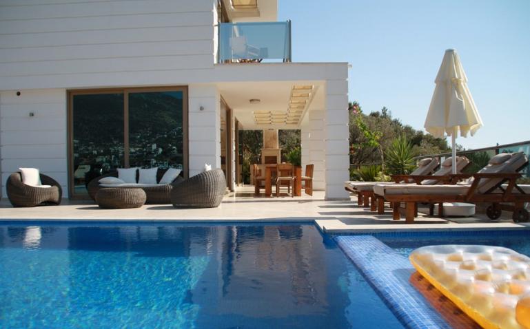 Villa Moonshine Poolside Terraces